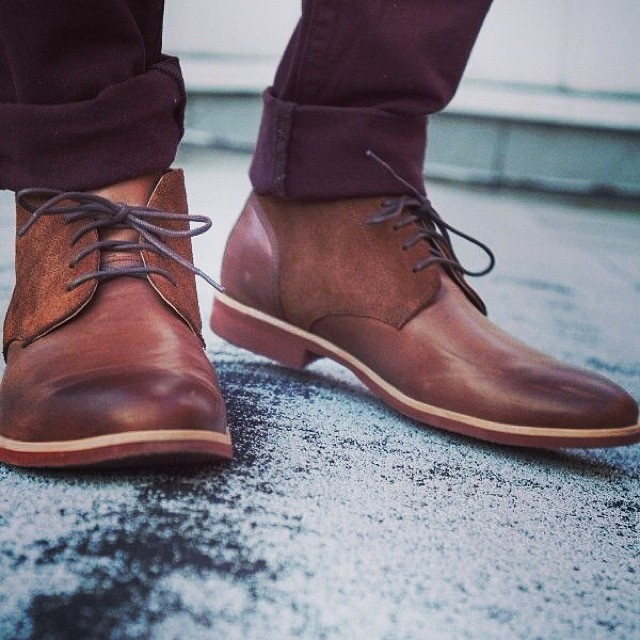 brown chukka boots with burgundy jeans